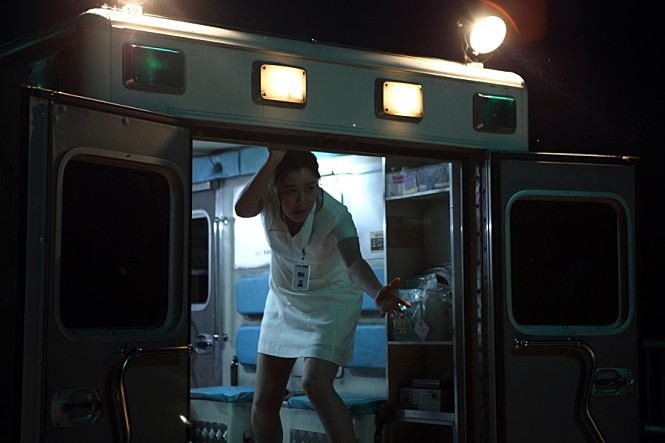 korean zombie movie, korean scary movie, horror stories, ambulance, zombies in an ambulance